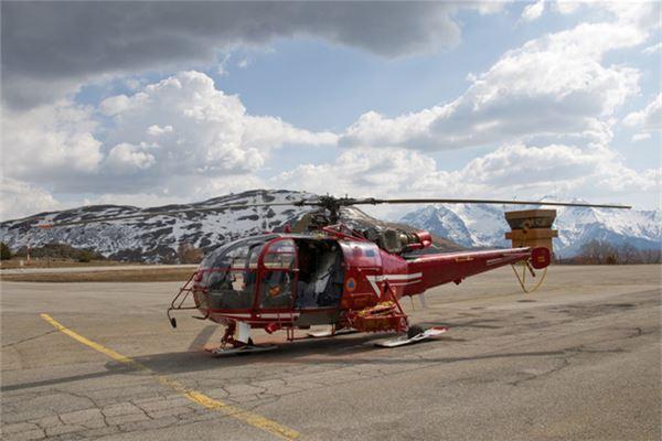 【꿈해몽】헬리콥터가 꿈에 착륙하는 의미와 상징