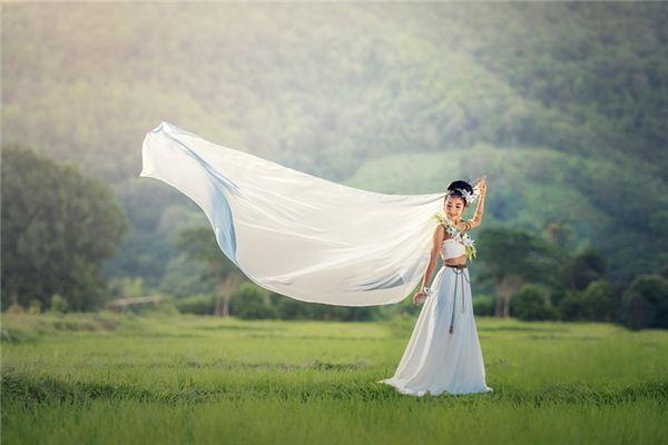 【꿈해몽】꿈에서 옷의 의미와 상징