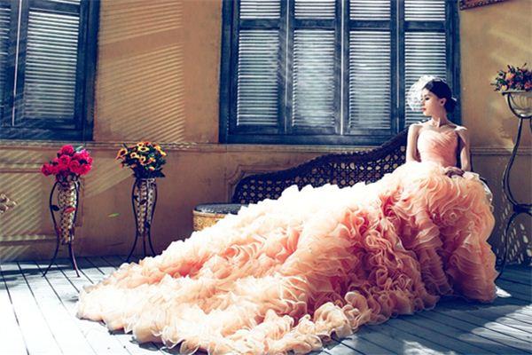 【꿈해몽】꿈에서 이브닝 드레스의 의미와 상징