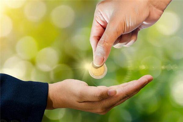 【꿈해몽】내 꿈에서 다른 사람이 나에게 돈을주는 의미와 상징